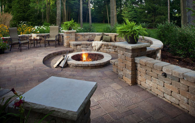 hardscaping patio with fire pit and sitting walls